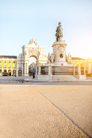 Morning view on the Commerce square with statue fo king Joseph and Triumphal arch in Lisbon city, Portugal Reklamní fotografie - 90613811
