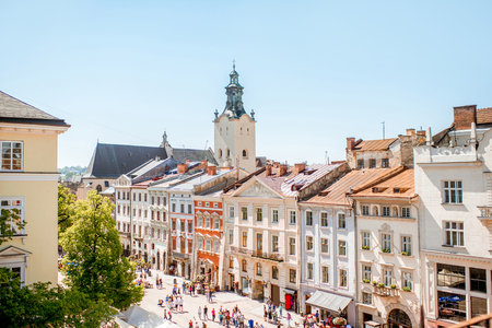 Cityscape view on the old town with beautiful buildings and tower of Latin cathedral during the sunny weather in Lviv city in Ukraine Foto de archivo