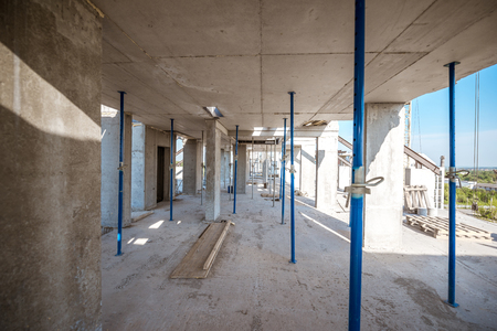 Concrete floors with metal support during the house construction process outdoors Zdjęcie Seryjne