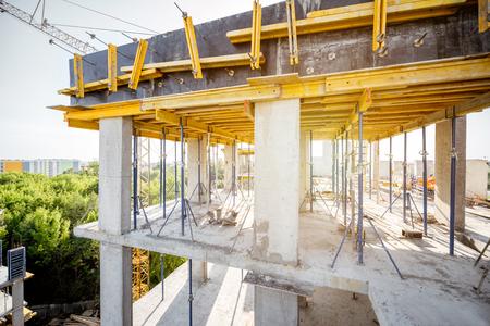 Coffrage pour béton pendant le processus de construction de la maison