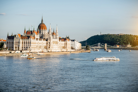 Landscape view on the famous parliament building on Danube river during the sunset in Budapest city, Hungary Banco de Imagens