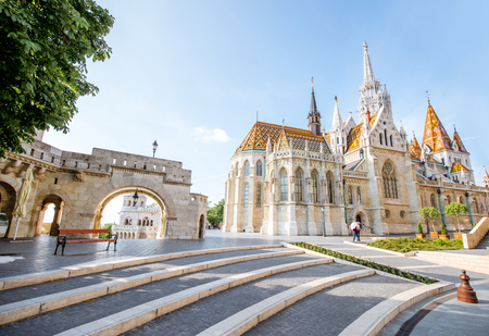 Morning view on the famous Matthias church on the Trinity square in Budapest, Hungary 免版税图像