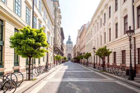 Street view with famous saint Stephen cathedral in Budapest city, Hungary Stockfoto