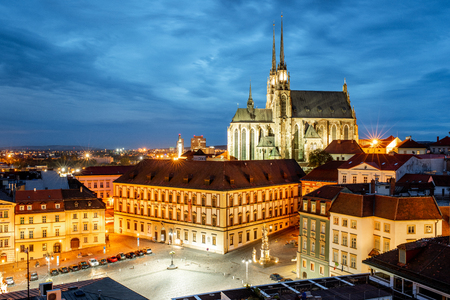 Night cityscape view on the old town with famous cathedral in Brno city, Czech republic 免版税图像