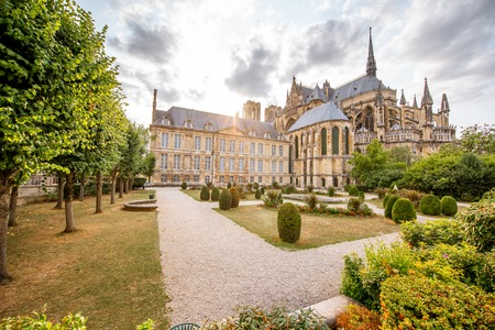 Reims gardens on the backyard of Notre-Dame cathedral in France Reklamní fotografie - 109470106