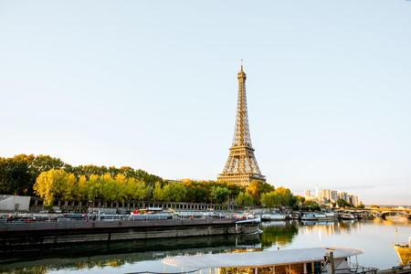 Landscape view of the riverside with Eiffel tower during the morning light in Paris Stok Fotoğraf