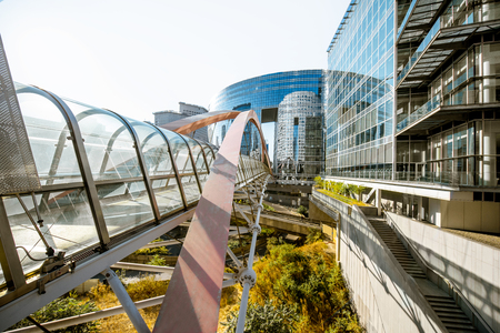 View on the modern pedestrian bridge in La Defense financial district in Paris 스톡 콘텐츠