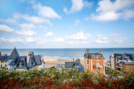 Top view of Trouville city with luxury houses and beautiful beach on the background during the morning light in France Banque d'images - 110686956