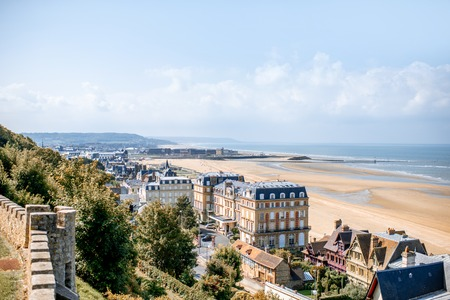 Luxury houses on the coastline with beautiful beach on the background in Trouville, famous french town in Normandy Banque d'images - 110689347