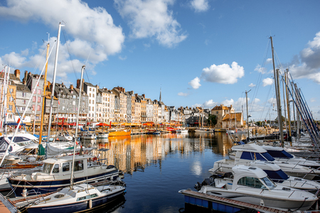 Landscape view of the harbour in Honfleur, famous french town in Normandy, during the morning light Banco de Imagens - 110693572