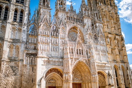 Facade fragment of the famous Rouen gothic cathedral in Normandy region, France Imagens