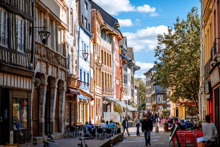 ROUEN, FRANCE - September 07, 2017: Street view with beautiful half-timbered houses in the old town of Rouen city, the capital of Nrmandy region in France 新聞圖片