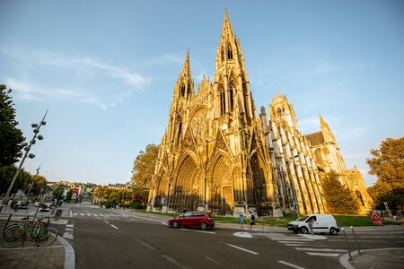 ROUEN, FRANCE - September 03, 2017: Street view with Napoleon monument and church of saint-Ouen during the sunset in Rouen city, France 新聞圖片