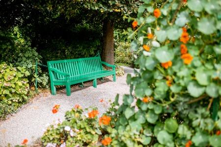 La vista horizontal en el hermoso jardín de Claud Monets, famoso pintor impresionista francés en la ciudad de Giverny en Francia Foto de archivo