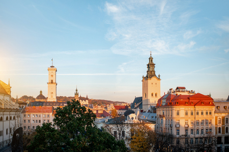 Lviv cityscape view on the old town with town hall and churches during the sunset in Ukraine Stockfoto