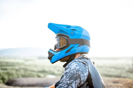 Portrait of a well-equipped rider wearing full-face helmet outdoors 免版税图像