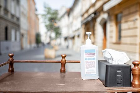 Sanitizer on the table in a cafe or restaurant outside. Concept of a new social rules after the epidemic 免版税图像