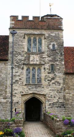 herrenhaus: Mittelalterliche Kastel