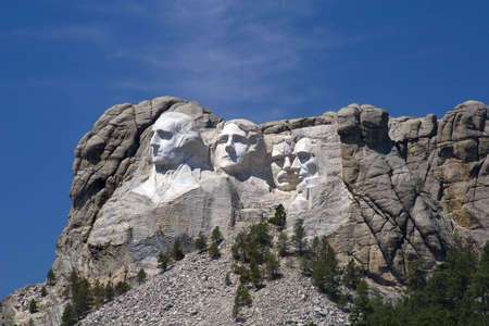 Mount Rushmore against a blue sksy