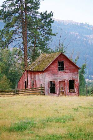 farm house: OLD RUSTIC RED FARM HOUSE
