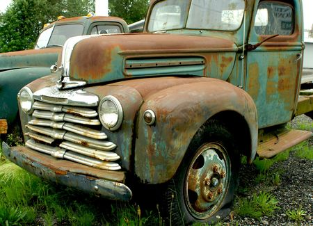 rusts: OLD RUSTED MERCURY TRUCK