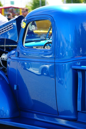 BLUE HOT ROD PICK-UP CAB