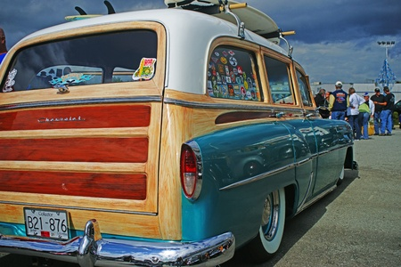 OLD WOODY TO THE BEACH