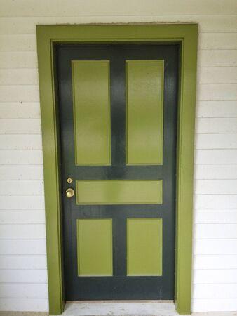 puerta verde: La puerta verde Foto de archivo