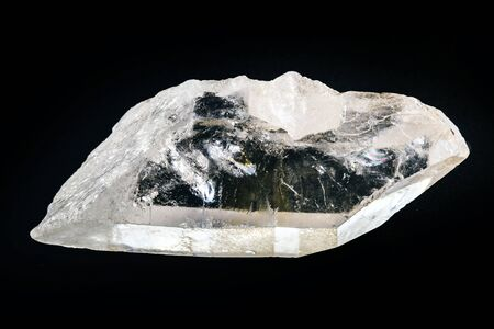 Quartz is the second most abundant mineral on earth. It has a trigonal crystalline structure composed of silica tetrahedrons, where each oxygen is divided between two tetrahedrons. Standard-Bild