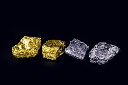 stones of gold and silver gross, mineral extraction of gold and silver. Concept of luxury and wealth. 免版税图像