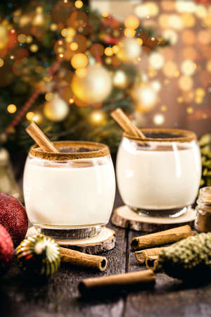 warm homemade Christmas eggnog, with Christmas lights, based on eggs and alcohol. Called Auld Man milk, pisco, momo cola, coquito or Crème de Vie or Eierlikör 写真素材