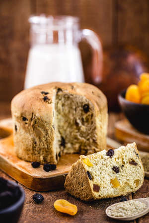 vegan panettone, made without gluten, with dry yeast, dried candied fruit and vegetable milk. Vegan Christmas, vegetarian dessert