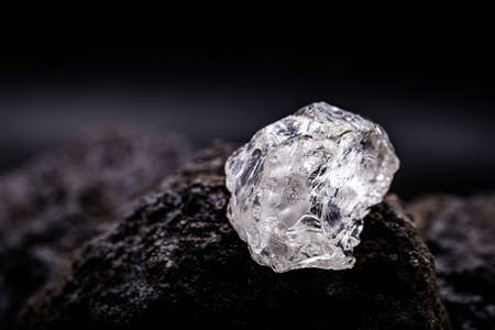 Petalite, petalite or castorite is an important mineral for obtaining lithium, battery industry, lithium source