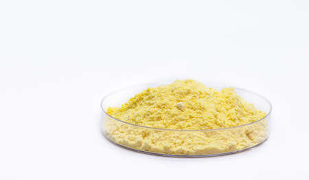 Sulfur or sulfur is a chemical element used for sulfuric acid for batteries, gunpowder making and rubber vulcanization.