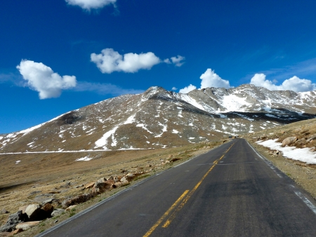 mount evans: The road to the top of Mount Evans in Colorado, snowy peaks, clouds and blue skies