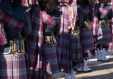 gaita: Ottawa, Ontario, Canadá - 11 de noviembre de 2009 - Gaiteros en el tubo y banda del tambor Editorial