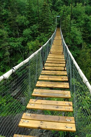 White River Suspension Bridge, Pukaskwa National Park, Marathon, Ontario.  Reklamní fotografie
