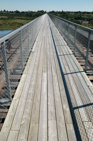 Skytrail over the South Saskatchewan River - Outlook, Saskatchewan. Looking west, the Skytrail is the longest pedestrian bridge in Canada. Skytrail is a key segment of the Trans Canada Trail and is a popular location for birdwatching. Imagens