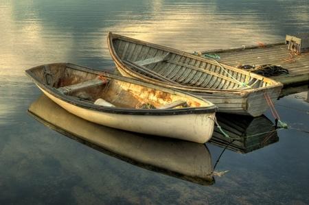 ペギーで港の 2 つの古い漁船
