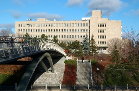 rideau canal: Corktown Footbridge is the pedestrian bridge at Somerset Street which crosses the Rideau Canal to Ottawa University. Editorial