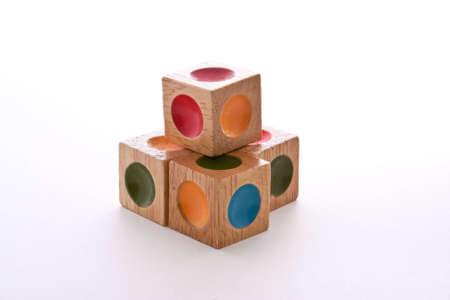 Hölzerne Blöcke puzzle mit Gedankenstrich verschiedene Farben Standard-Bild - 5414046