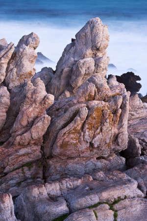 Meerblick über Felsen in der Nähe von Betty's Bay Standard-Bild - 5849621