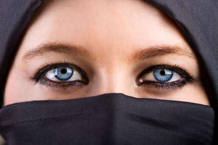 Porträt der jungen beautiful blond Frau mit blauen Augen und langen Haaren Standard-Bild - 5977025