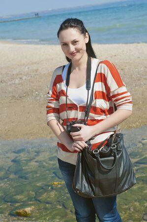La belle jeune fille à la plage Banque d'images - 13004137
