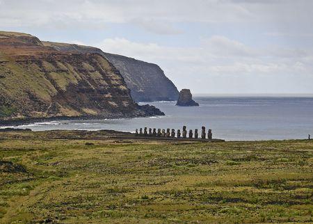 moai: Vista de Moai frente a tierra adentro en Ahu Tongariki