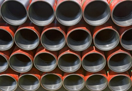 pipes: Casing pipe ready to be run in the hole on a drilling platform