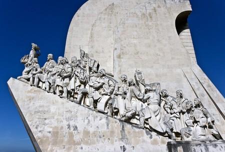 descubridor: Monumento a los descubrimientos que celebra a los portugueses que tomaron parte en la era de los descubrimientos.