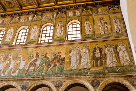 reyes magos: Los tres Reyes Magos traen regalos (izquierda) y Madonna y ni�o con los �ngeles (derecha)