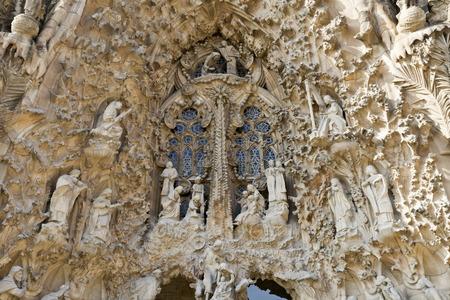 sacra famiglia: Particolare del pluridecorato facciata della Nativit� della Basilica della Sacra Famiglia Sagrada Familia a Barcellona, ??Spagna
