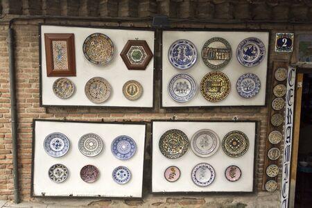 mancha: Shop selling traditional ceramic handicrafts from Castilla-La Mancha in Toledo, Spain Editorial